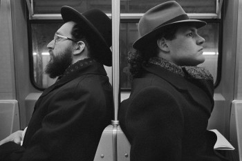 Hasid and Hipster, NYC, 2001 © Richard Sandler / The Eyes of the City